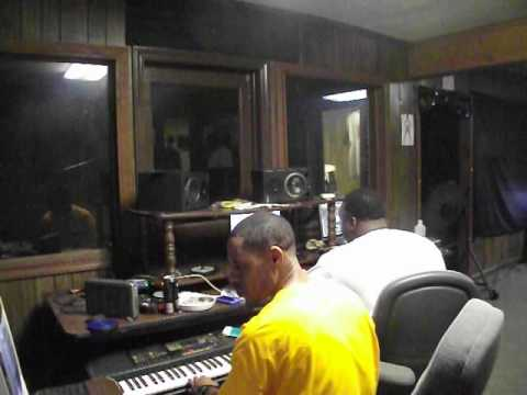 COSMO Making A Beat With Baddnewz, On His Scott Storch Shit.