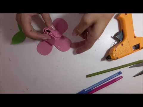 Lápis com ponteira de flor de E.V.A