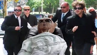 Men In Black MIB Alien In Real Life Hidden Camera Prank