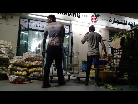 Dubai top worker place fruit and vegetable market