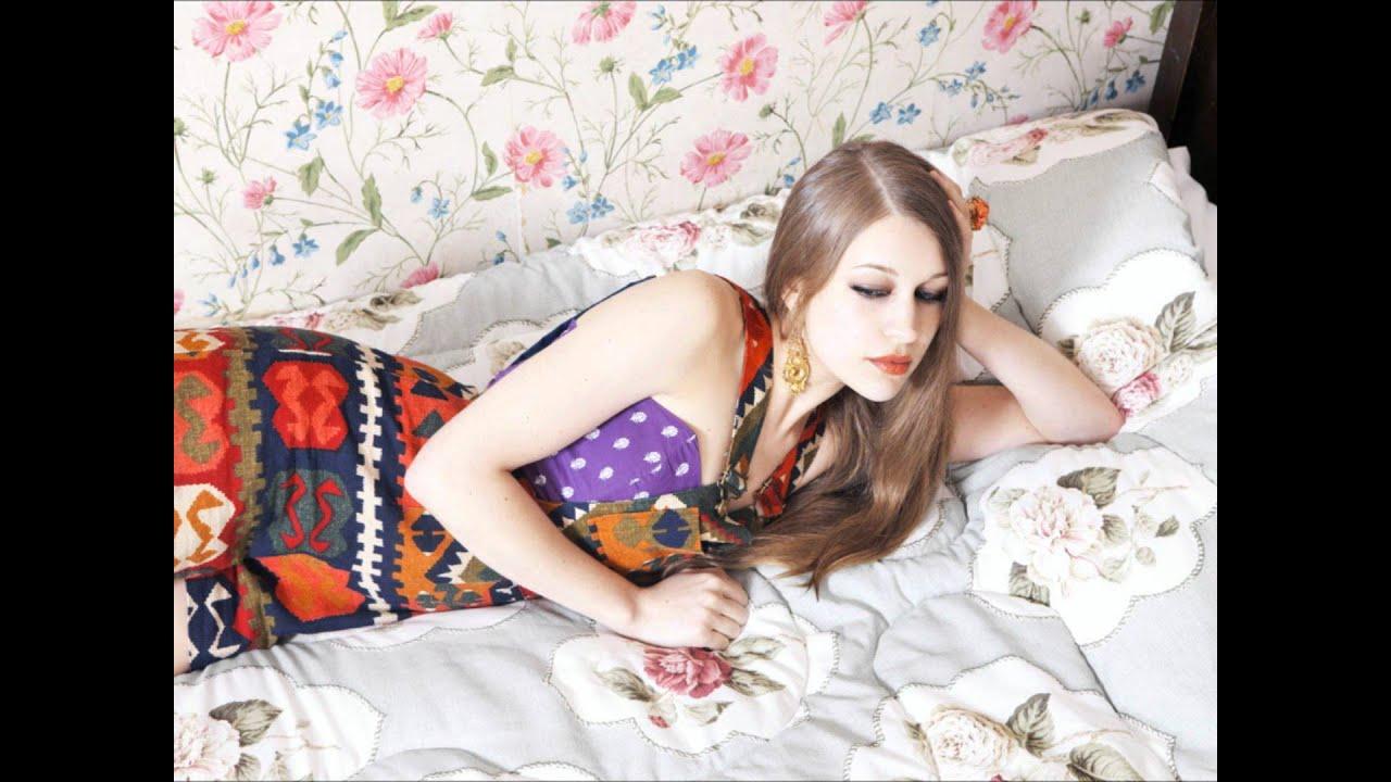 Joanna Newsom - Bridges and Balloons Lyrics | Musixmatch