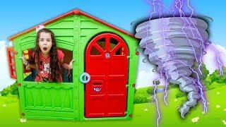 Sarah brinca de casas de brinquedos ⭐️ Kid play with funny Playhouses toys