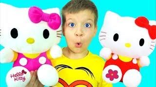 Макс играет в прятки дома с котятами Hello Kitty