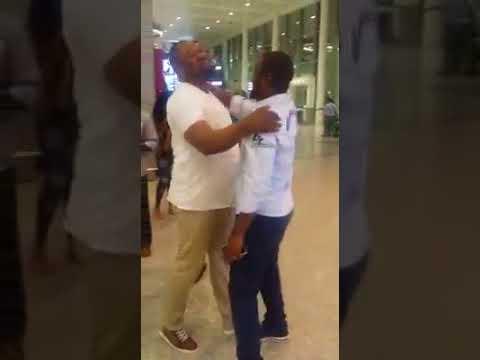 Moise Mbiye et Mike Kalambay à l'aeroport de Toronto