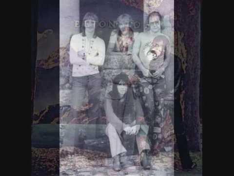 Elton John - Live 1975 - Portland Memorial Coliseum - Captain Fantastic And The Brown Dirt Cowboy