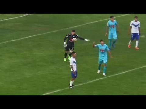 Goalkeeper scores goal from own penalty area in Bolivia – video