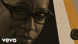Watch Raphael Saadiq Staying In Love video