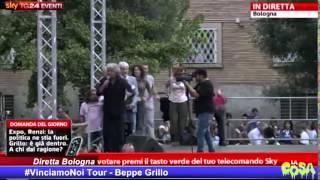 Grillo scatenato sul palco di Bologna #VinciamoNoi Tour