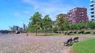 Германия: набережная Франкфурт-на-Майне(молодой жилой район во Франкфурте-на-Майне с видом на центр города, набережная и парк отдыха музыка: