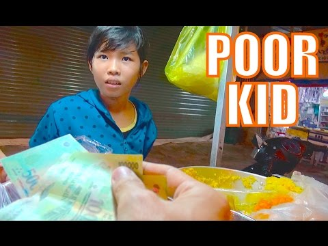 Giving Money To A Poor Kid Selling Street Food. (800k đồng Cho Bé Bán Xôi).