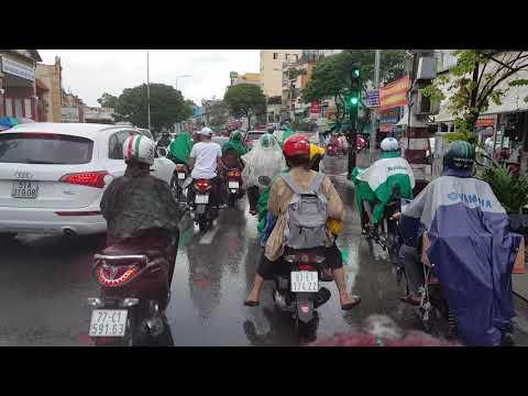 Sắp Tết 2019 Sai Gon mưa - ngập -kẹt xe hỏi sao không muốn có Ôtô
