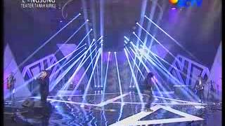 Konser 17 Tahun Ungu - Bayang Semu, Ciuman Pertama dan Apa Sih ...