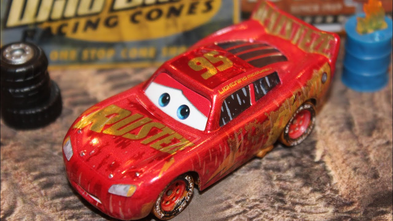 Mattel Disney Cars 3 Muddy Rust Eze Racing Center Lightning