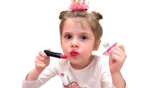 Los niños juegan con juguetes y Eve ayuda a mamá
