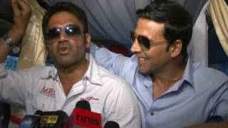 Akshay Kumar & Sunil Shetty Promoting Movie Thank You on Mumbai Streets - Bollywood Interviews