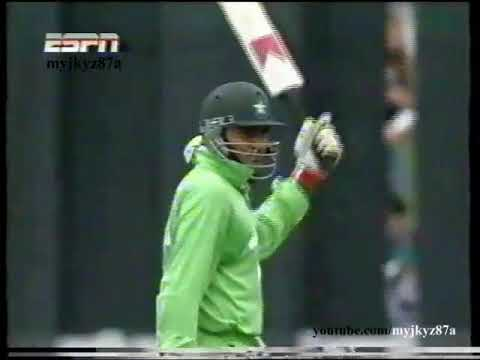 Aamer Sohail 58 & Inzamam 54 Vs New Zealand (3rd ODI) at Wellington 1995/96