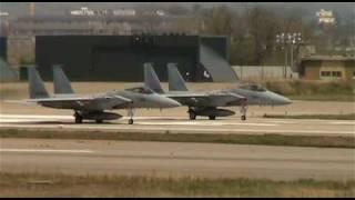 小松空港展望デッキで航空自衛隊離着陸機、F-15J、UH-60J、T-4を撮影。A...