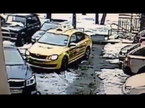 Yandex taxi ДТП во дворе