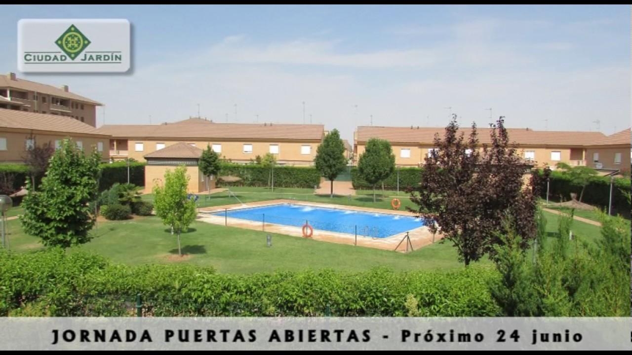 Ciudad jard n jardines piscina y zonas verdes youtube for Piscina ciudad jardin sevilla