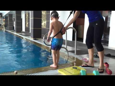 Обучение плаванию детей в бассейне и Обучение малышей