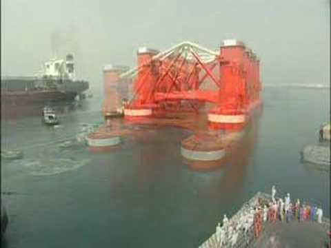 Giant offshore drill rig hull delivered by Dubai