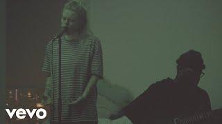 Смотреть клип Lauren Sanderson - Written In The Stars   Acoustic