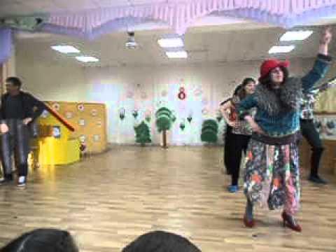 Танец воспитателей и родителей на 8 марта