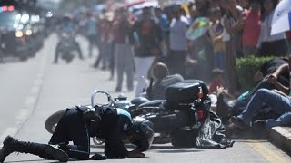 Motociclista arrolla a cinco personas durante desfile en Celaya