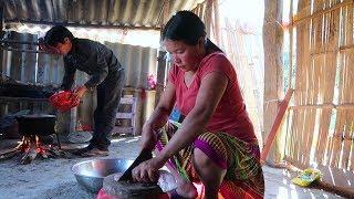 Vợ 16 tuổi, chồng 19 tuổi vợ chồng 12 năm sống trong ngôi nhà nghèo - Bữa cơm tại bản nghèo