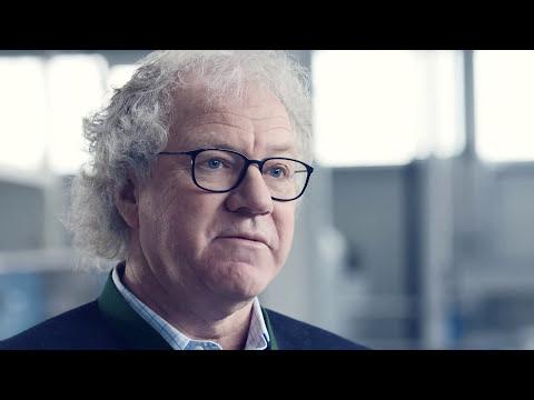 Günter Hufschmid - Super-sponge for oil spills (ceremony)
