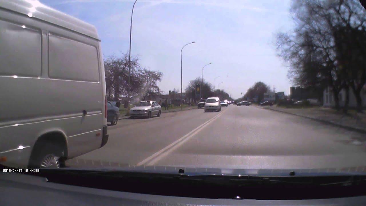 Ужгород, дура на дороге