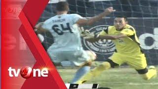 فيديو يوثق لحظة وفاة حارس إندونيسي في الملعب بعد اصطدامه بزميله