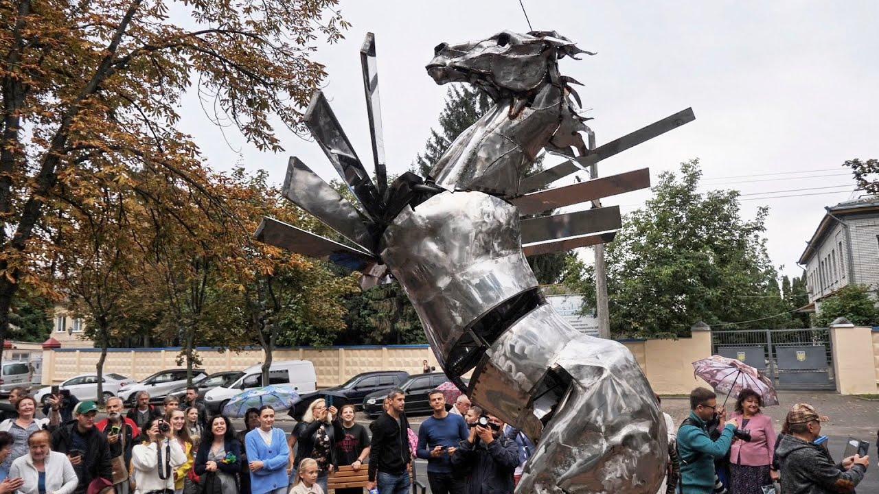 5 скульптур від іменитих митців у подарунок до Дня міста