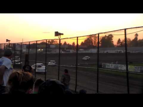 Stock Car Heat 1 @ Marshalltown Speedway 05/05/17