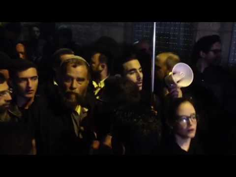 Protesters from left, right face off outside Jerusalem gallery served with eviction order