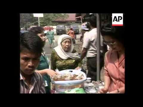 INDONESIA: JAKARTA: HARLEY DAVIDSON MOTORCYCLE CLUB HELP POOR