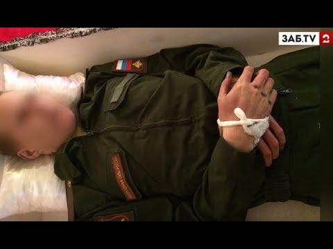 Смотреть Родственники ужаснулись, вскрыв гроб с погибшим солдатом онлайн