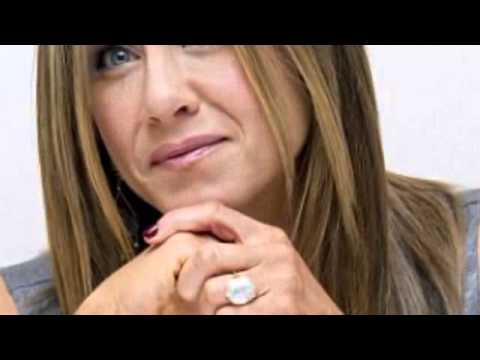 Oh, this little ring? Jennifer Aniston ensures her huge engagement sparkler stays front and centre