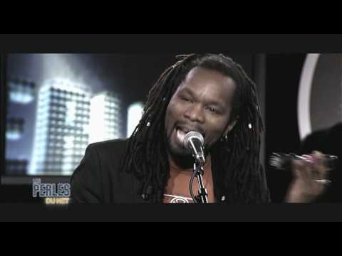"""William Baldé chante """"Elle rêve"""" live dans les Perles du Net sur Direct 8"""