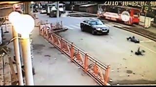 Момент наезда на пешеходов в Иркутске ул. Напольная Ауди