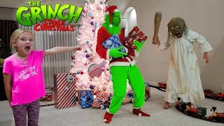 Download Video Granny in Real Life vs the Grinch Who Stole Christmas!!! MP3 3GP MP4