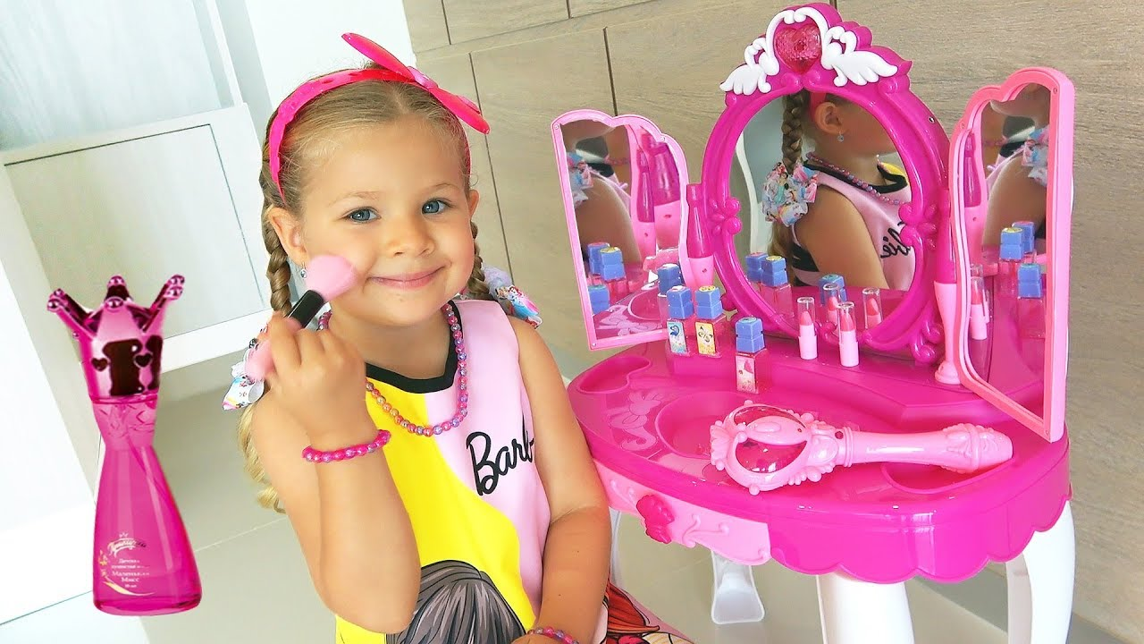 5d2e87a9be46c Diana and Roma pretend play with Makeup Play Table Toy - YouTube