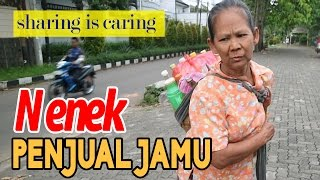 Sharing is Caring - Nenek Penjual Jamu Gendong Beratnya 8 kg Jualan Setiap Hari