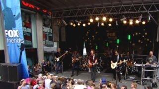 The Doobie Brothers Perform World Gone Crazy