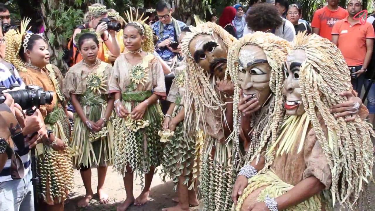 A Day In Mah Meri Cultural Village Youtube