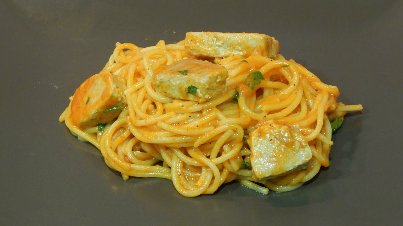 Receta de espaguetis con atún y salsa de pimientos