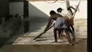 Как стирают ковры в Индии