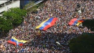 Masivas protestas en Venezuela en el Día de la Juventud