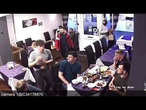 Boccone di traverso: il cameriere lo salva con la manovra di Heimlich