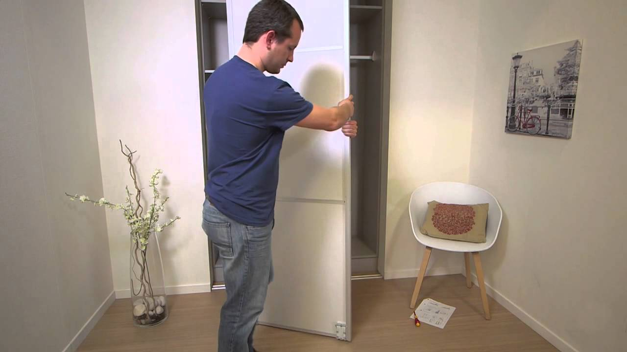 Comment installer une Porte de Placard Coulissante - YouTube